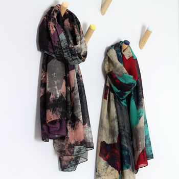 normal_abstract-textured-print-scarf